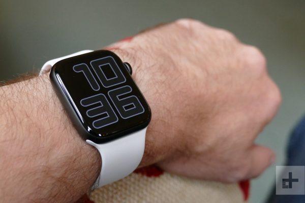 apple-watch-series-5-ambient-wrist-1500×1000